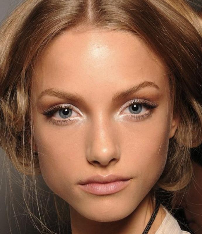 Wewnętrzny kącik oka makijaż