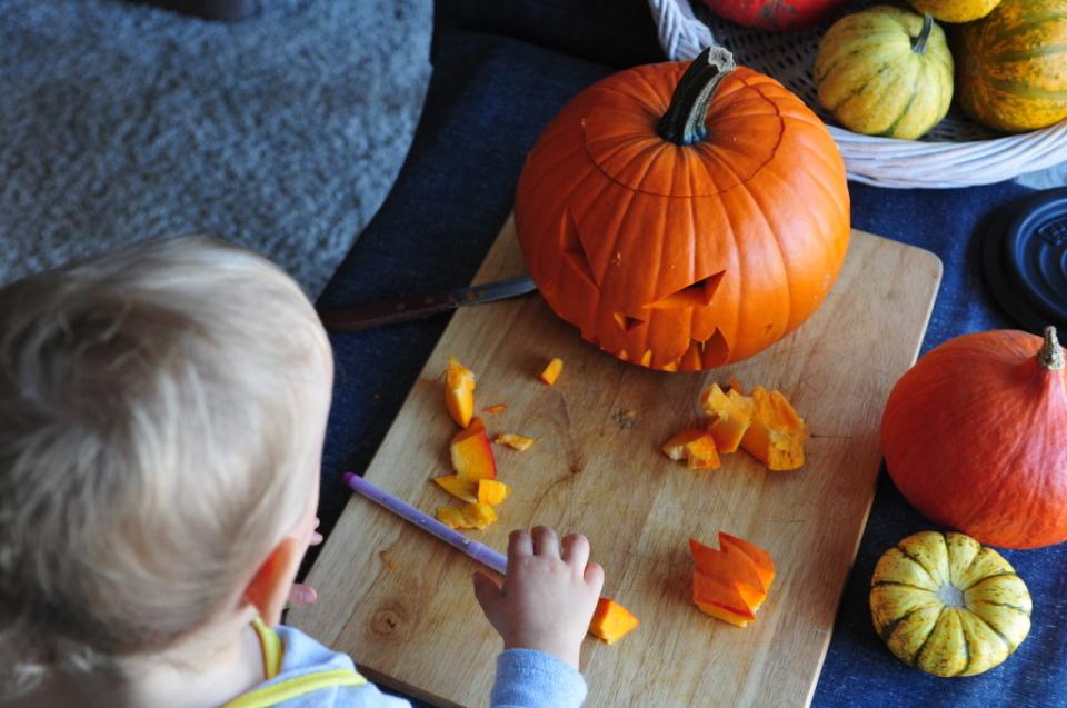 jak zrobić dynię na Halloween (8)