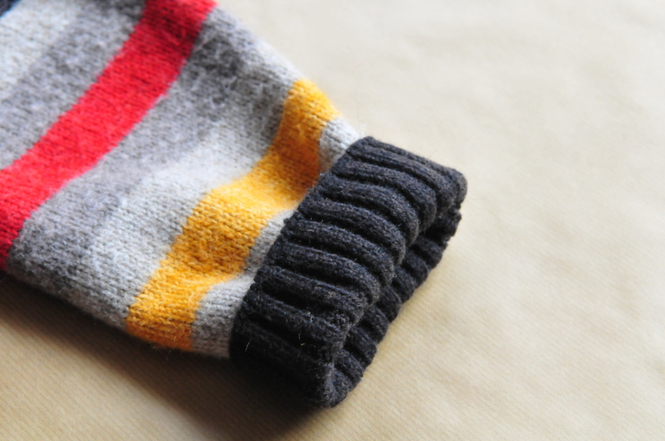 Jak ze starego swetra zrobić spodenki na zimę dla dziecka DIY (6)