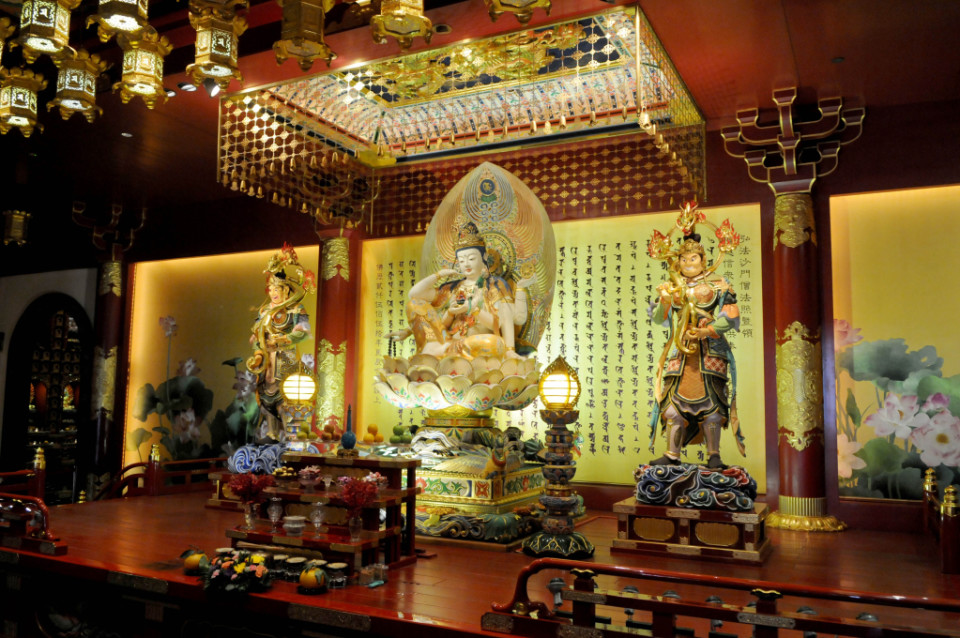 Buddist Temple in Chinatown_2424-R