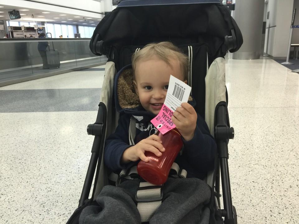 Ivo na lotnisku w Los Angeles. Na rozległych lotniskach dobry i lekki wózek to podstawa!
