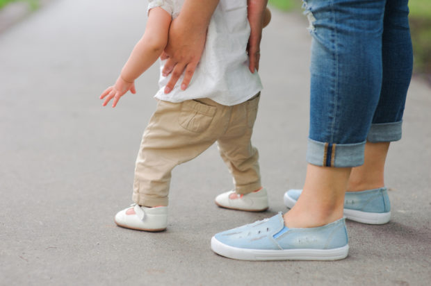 First steps with mother's help