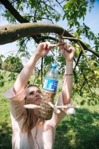 jak-zrobic-karmnik-dla-ptakow-z-butelki-plastikowej-szczesliva144