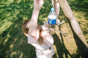 jak-zrobic-karmnik-dla-ptakow-z-butelki-plastikowej-szczesliva146