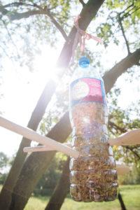 jak-zrobic-karmnik-dla-ptakow-z-butelki-plastikowej-szczesliva160