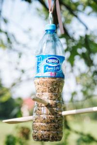 jak-zrobic-karmnik-dla-ptakow-z-butelki-plastikowej-szczesliva161
