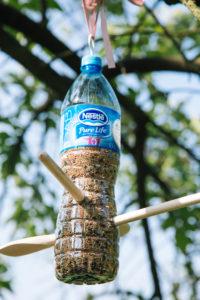jak-zrobic-karmnik-dla-ptakow-z-butelki-plastikowej-szczesliva162