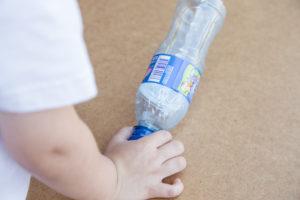 jak-zrobic-karmnik-dla-ptakow-z-butelki-plastikowej-szczesliva25