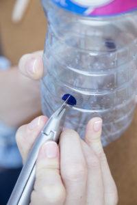 jak-zrobic-karmnik-dla-ptakow-z-butelki-plastikowej-szczesliva34