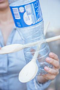 jak-zrobic-karmnik-dla-ptakow-z-butelki-plastikowej-szczesliva47