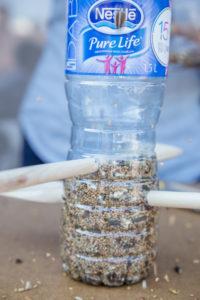 jak-zrobic-karmnik-dla-ptakow-z-butelki-plastikowej-szczesliva64
