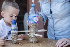 jak-zrobic-karmnik-dla-ptakow-z-butelki-plastikowej-szczesliva98