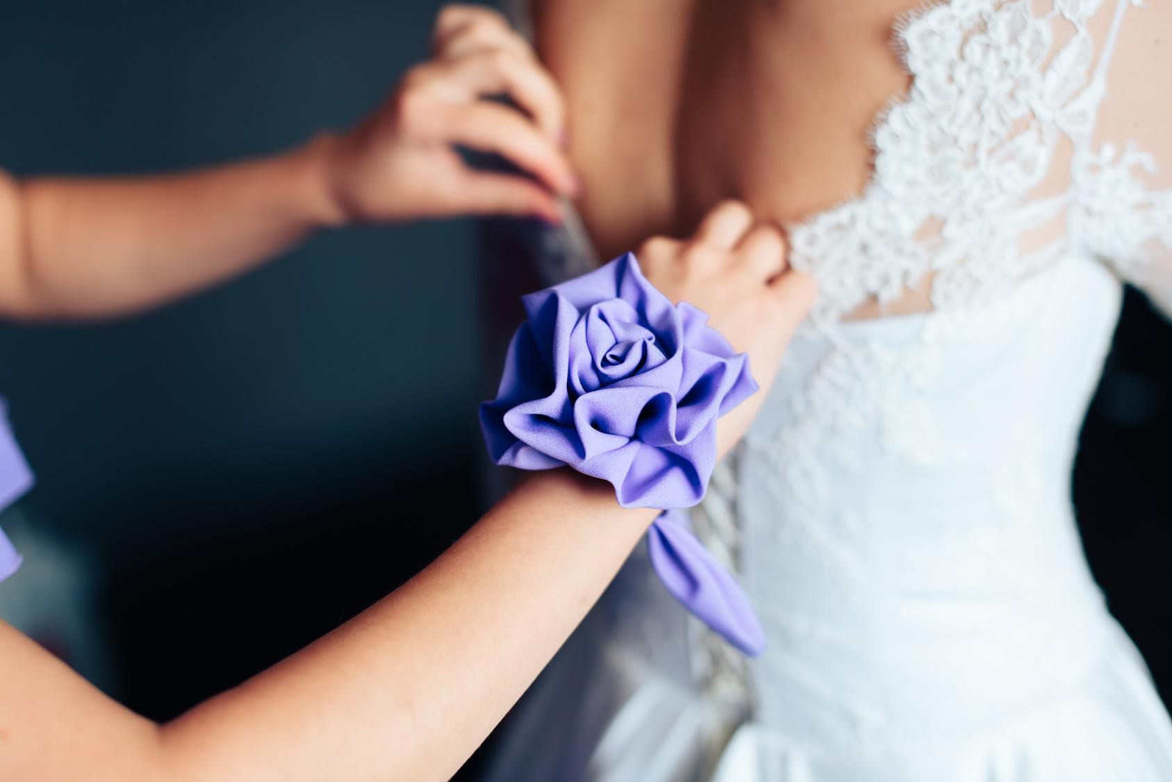 Czy można iść w białej sukience na wesele?